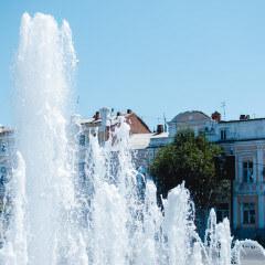 «По паркам и скверам» —  экскурсия знакомит с красивейшими парками и скверами Астрахани.