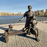 Памятник «Семья»
