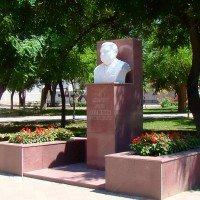 Памятник адмиралу Герману Угрюмову