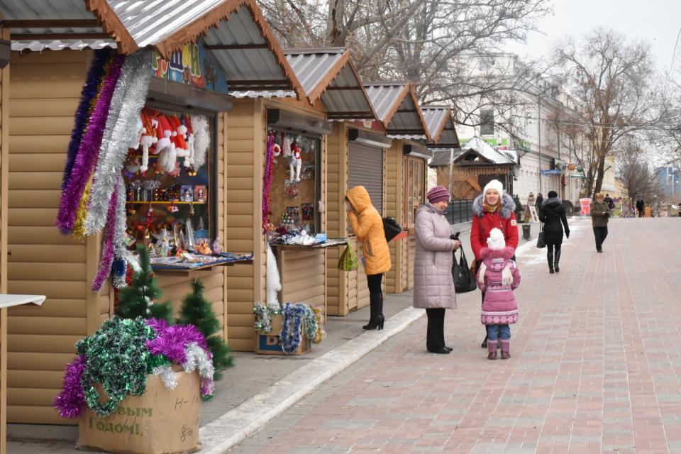 Рождественская-ярмарка-приглашает-посетителей