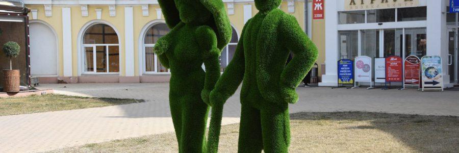 В Астрахани установили новый арт-объект из объемных фигур-топиари